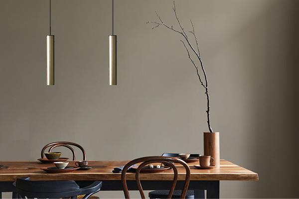 ANTIDARK Tube flex pendant brass_over table